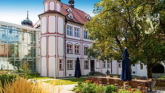 Pflegeappartement Schloss Fellheim Bayern kaufen Geldanlage Real Estate Liegenschaft