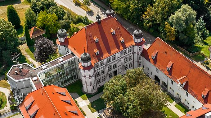 Luftaufnahme Pflegeheim Schloss Fellheim Kapitalanlage in Bayern Drohne